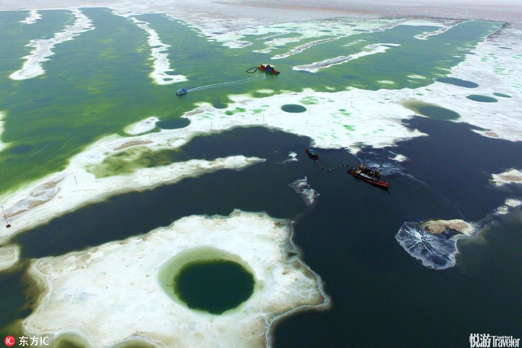茶卡盐湖是柴达木盆地有名的天然结晶盐湖