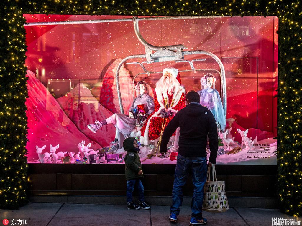 当地时间2016年12月6日,英国伦敦,塞尔福里奇百货公司的圣诞橱窗。