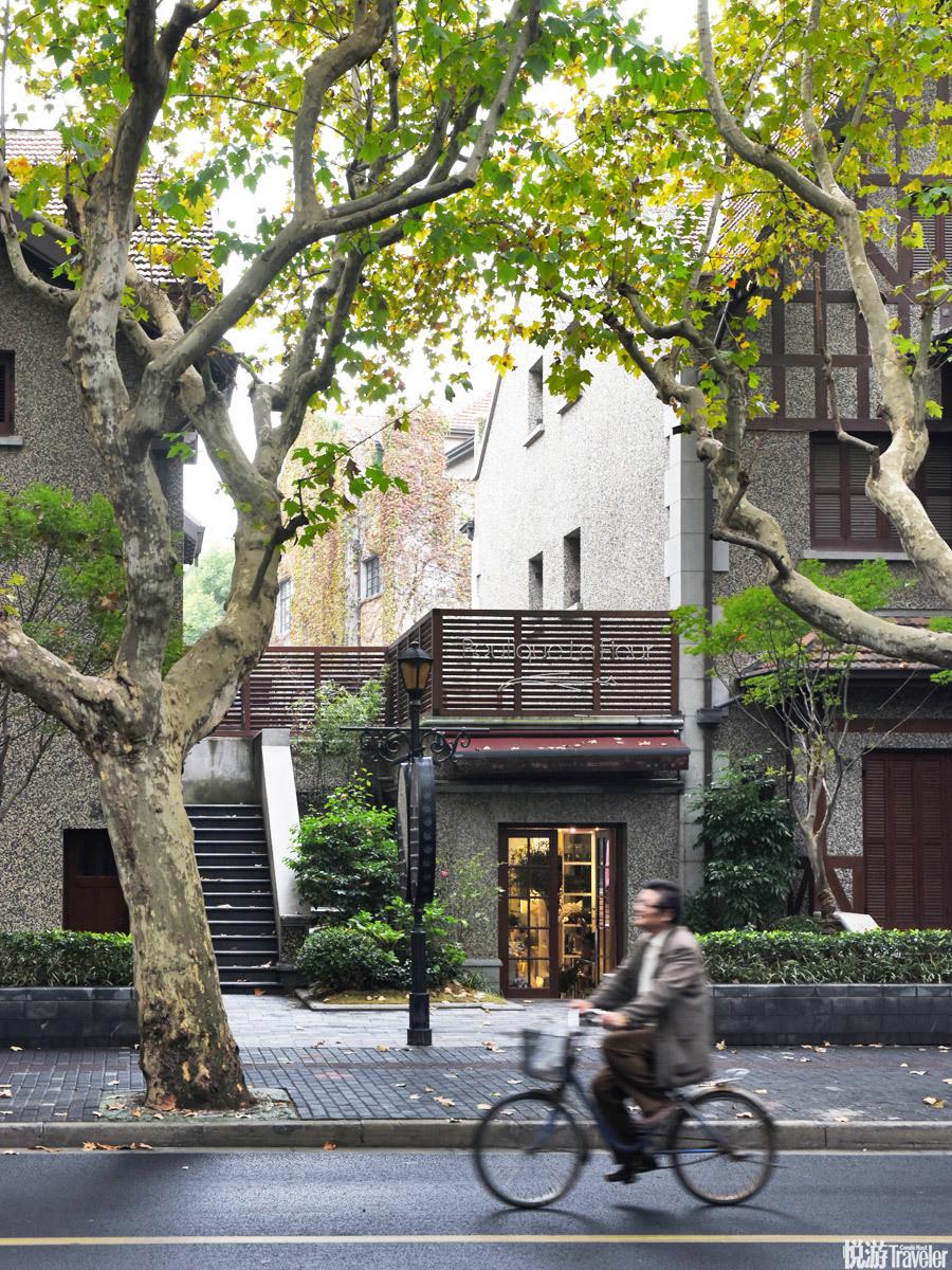 上海的时髦和国际化体现在蓬勃的零售业和本地化越来越成功的集合空间。这得益于一批迅速成熟的买手和创意...