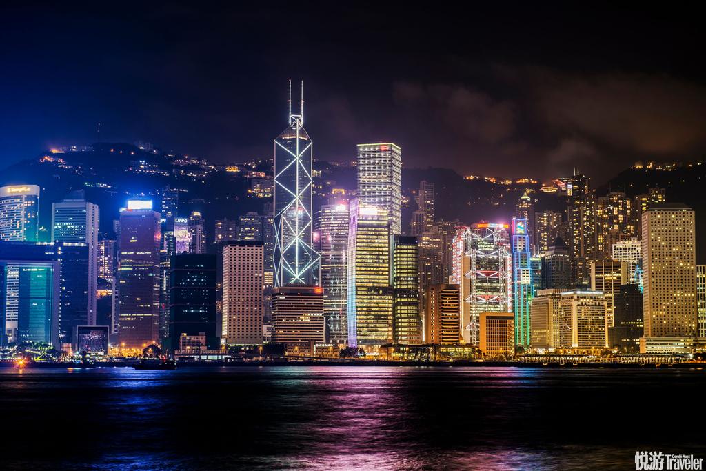 香港:作为国际免税港,香港的零售消费品和名牌奢侈品几乎全年都是打折季,能够满足你买买买的欲望。