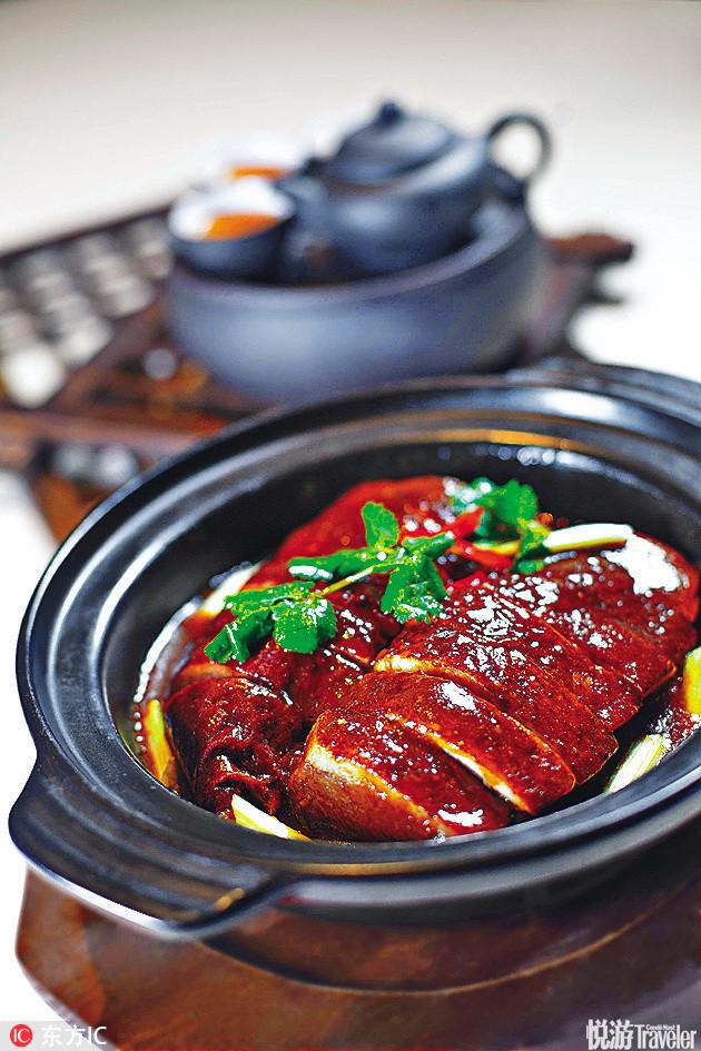 红烧鹅灶头生扣荔芋鹅 HK$198。将鹅肉、芋头煮至入味,香气扑鼻。