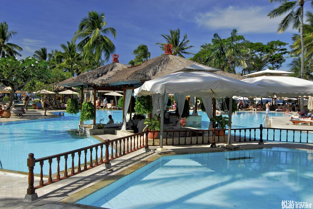 巴厘岛是印度尼西亚著名的旅游圣地,是印尼17654个岛屿中一颗耀眼的明珠,面积约5630多平方公里。这里有...