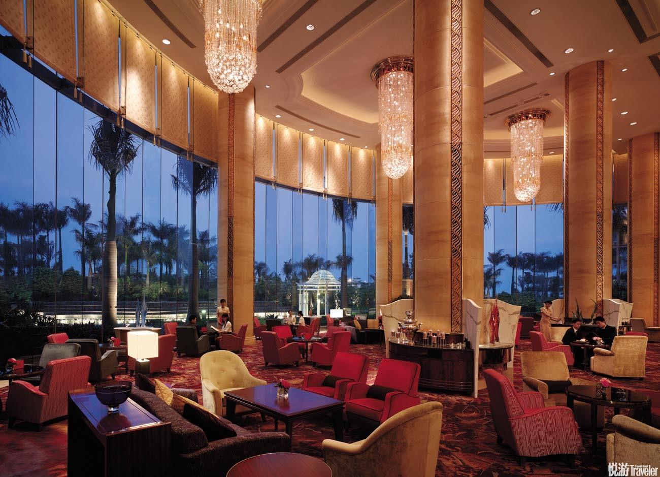 15:00 甜蜜午后。酒店的多间餐厅尽显广州国际美食之都的特殊地位,从泰式佳肴到日本怀石料理,可以感受其...