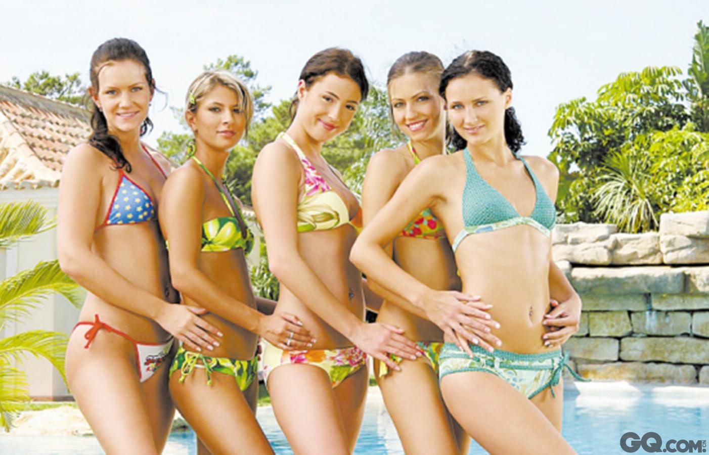 """这是个最负盛名的盛产美女的国度。她的人口只有3000多万,却出过至少10个世界小姐及环球小姐。委内瑞拉的选美之风狂热至极,每个村庄都有一名""""美女王后"""";当地女孩从上中小学起,就开始参加选美活动;各种运动队、俱乐部、职业协会,都有自己的美女代表;甚至连妇女监狱或养老院,也有头戴小王冠的选美获胜者。每年9月初,委内瑞拉的大街上总是空荡荡,私家车不上街,出租车停运,所有人都坐在电视机前,观看一年一度的""""委内瑞拉小姐""""选美转播。而任何一个家庭,只要有人成为""""委内瑞拉小姐"""",就能在当地享有很高的声望。一名培训师承认,这些姑娘本已美丽如画,但通过培训,可以变得更美。这名培训师主要从身姿、表情、礼仪等细节方面,对姑娘们展开训练。而培训班的专家团队,则负责有针对性地对姑娘们进行腿部肌肉训练和声乐、舞蹈方面的培养。此外,所有学员都要接受模特、英语、访谈技巧等领域的系统培训。她们都很清楚,仅凭漂亮的外表,不可能在国际大赛中一再折桂。"""