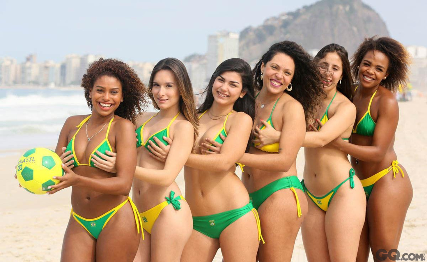 多血统的巴西姑娘,对外来民族和游客没有心理隔阂,即便是陌生人,她们也会热情相迎。无论是与她们拍照还是赞美她们的美丽,她们都会友善的对待,并非常有礼貌的向你表示感谢。巴西姑娘的好身材,与她们热爱舞蹈也有一定的关系。巴西着名的桑巴舞节奏极快,跳的时候,腰部以下如波浪般起伏摆动,足尖快速移动, 需要有很好的腰肢力量及腰际与臀部的协调配合。