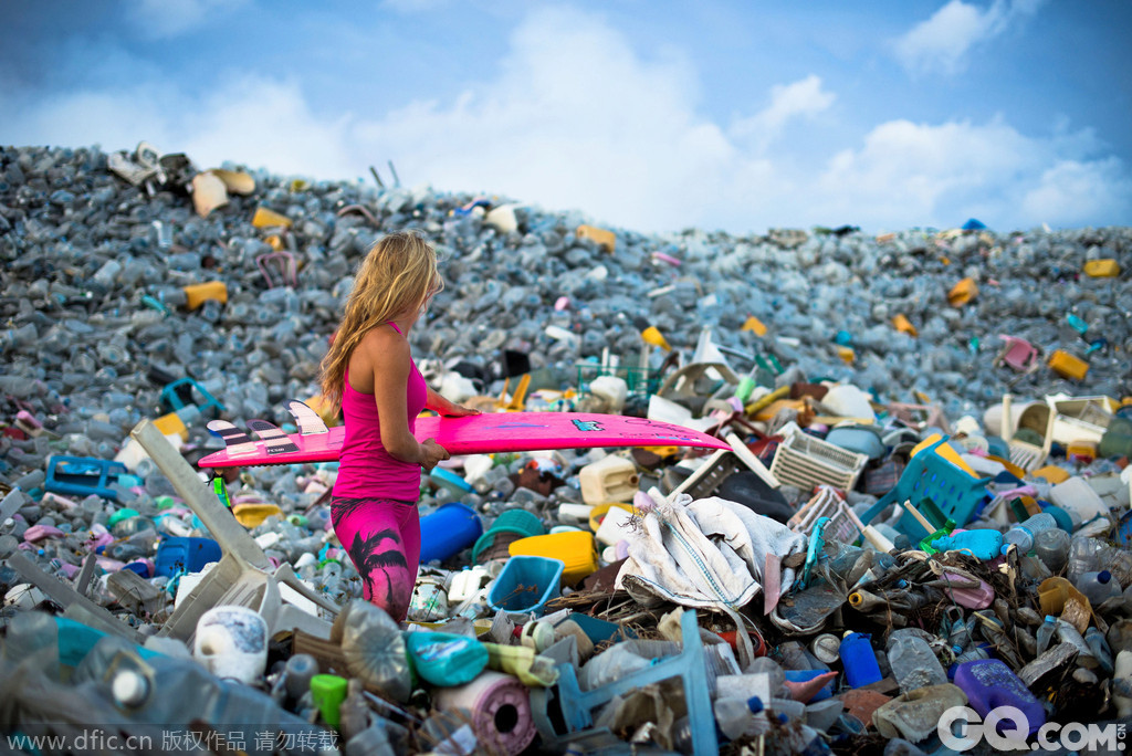 马尔代夫垃圾岛塑料瓶堆积如山 天堂的另类风光