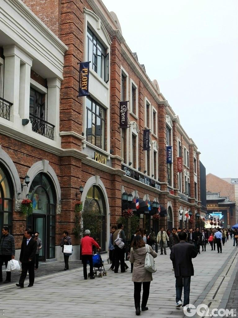 壁纸 步行街 建筑 街道 街景 商业街 767_1024 竖版 竖屏 手机