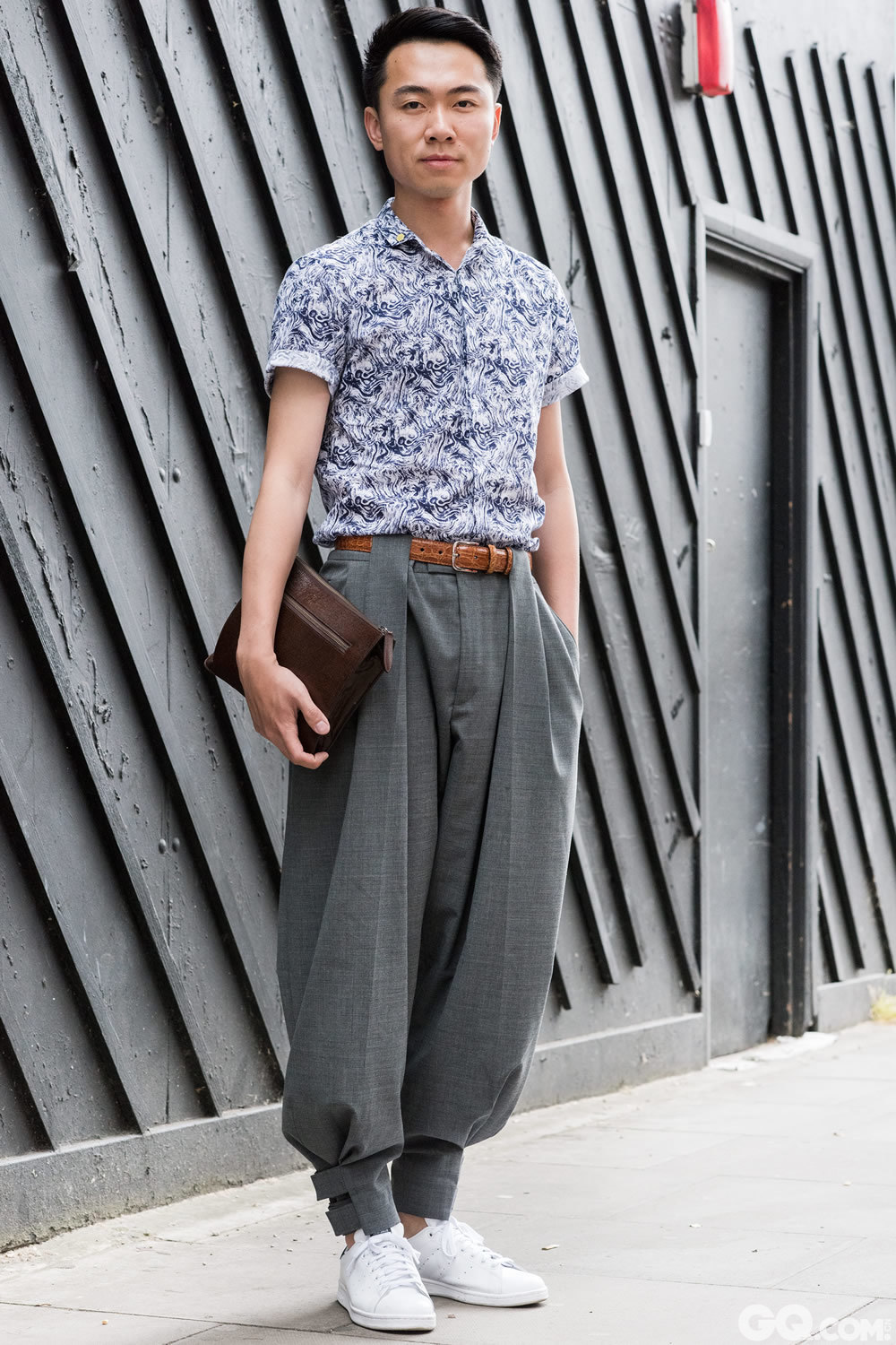 Kevin Shirt: Top Man Trousers: Q by McQueen  Shoes: Adidas by Sam Smith Clutch: Dries Van Noten  Inspiration: I just got the trousers and I wanted them to be the showpiece. I kind of tried to wear something easy that got well together with it.  (刚刚买了裤子,想让这件单品成为重点和亮点,我会想尝试让配搭简单一些。)