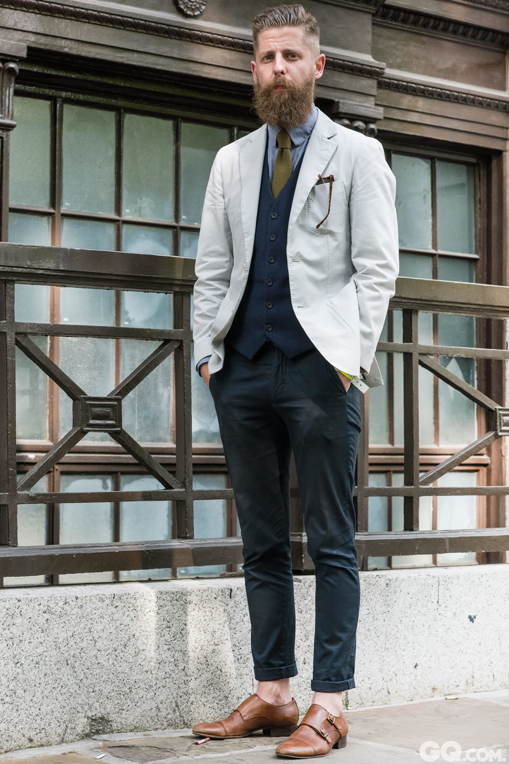 Paul  All look: Hardy Amies       Shoes: Office 	Sunglasses: Han Kjobenna   	Oldest piece: my waistcoat   	Inspiration: I used to work for Hardy Amies so I wanted to honor his heritage with a very 	typical London look. (我之前为Hardy Amies工作,所以我想遵循他的风格,来一身特别典型的伦敦范儿。)