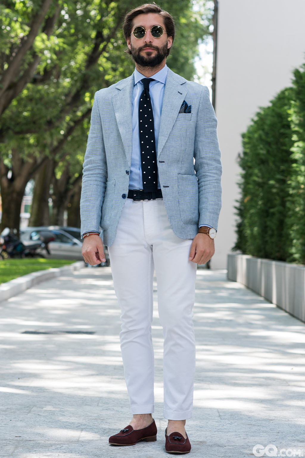 Alvaro All look: Anglomania Shoes: Harris Cheapest piece: My tie Oldest piece: My jacket from last summer   Inspiration: I prefer to stay in white and blue during these hot days. I like to dress comfortable.(我更喜欢在这炎热的天气里待着蓝天白云下。我喜欢舒适的穿着)
