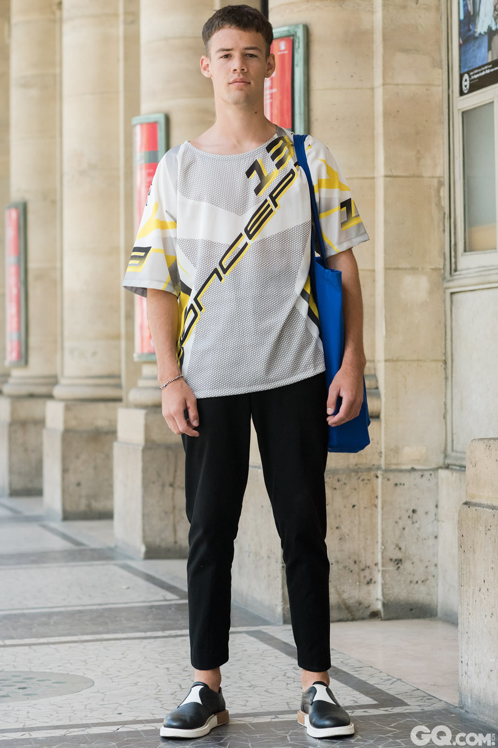 Hugo Shirt: Etudes Studio Trousers: COS Shoes: Moby Bag: Etudes Studio  Inspiration: I am French and I like Etudes Studio a lot. Today they are showing and therefor they inspired me.  (我是法国人,非常喜欢Etudes Studio,今天是他们的秀也恰好赋予了我灵感。)