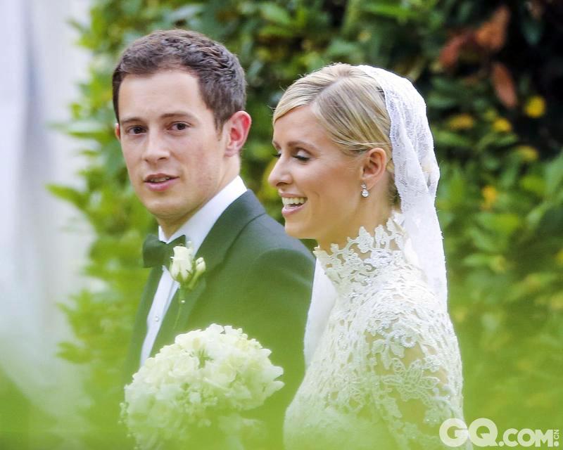 据了解,此次婚礼的举办地——英国威廉王子夫妇居住的肯辛顿宫特意在草坪上搭建起暖棚,招待各方贵宾。