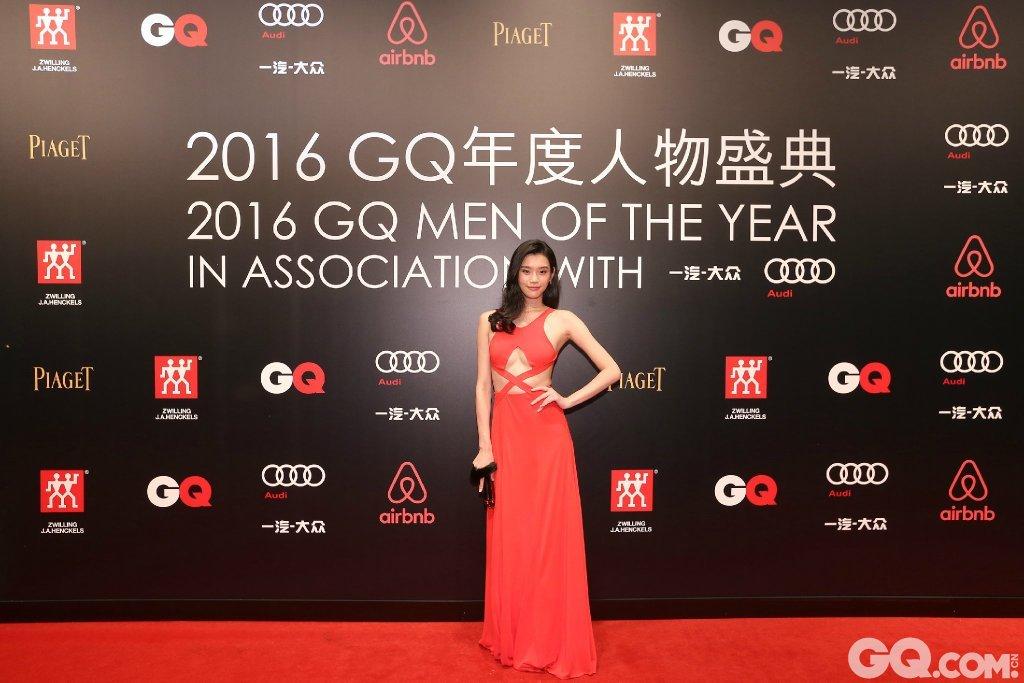 奚梦瑶出席2016GQ年度人物盛典。