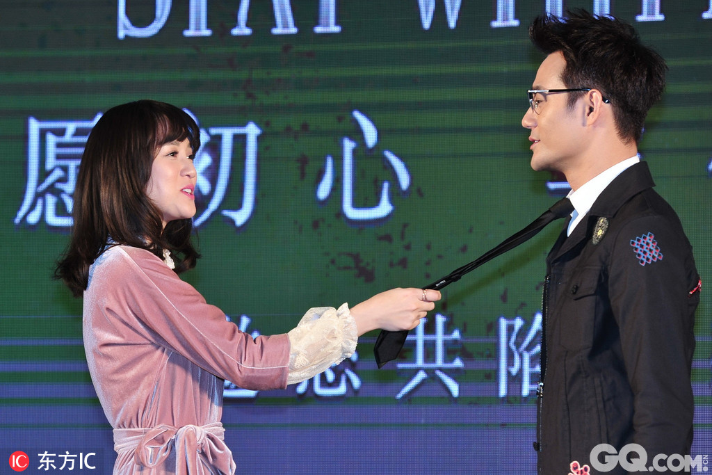 主演陈乔恩、王凯出席了活动现场。片方用45分钟的首集剧集,首次向媒体及粉丝揭开了《放弃我抓紧我》的神秘面纱
