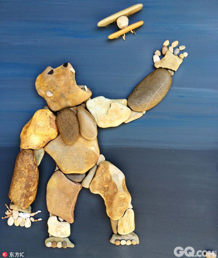 的鹅卵石拼出人和动物形状