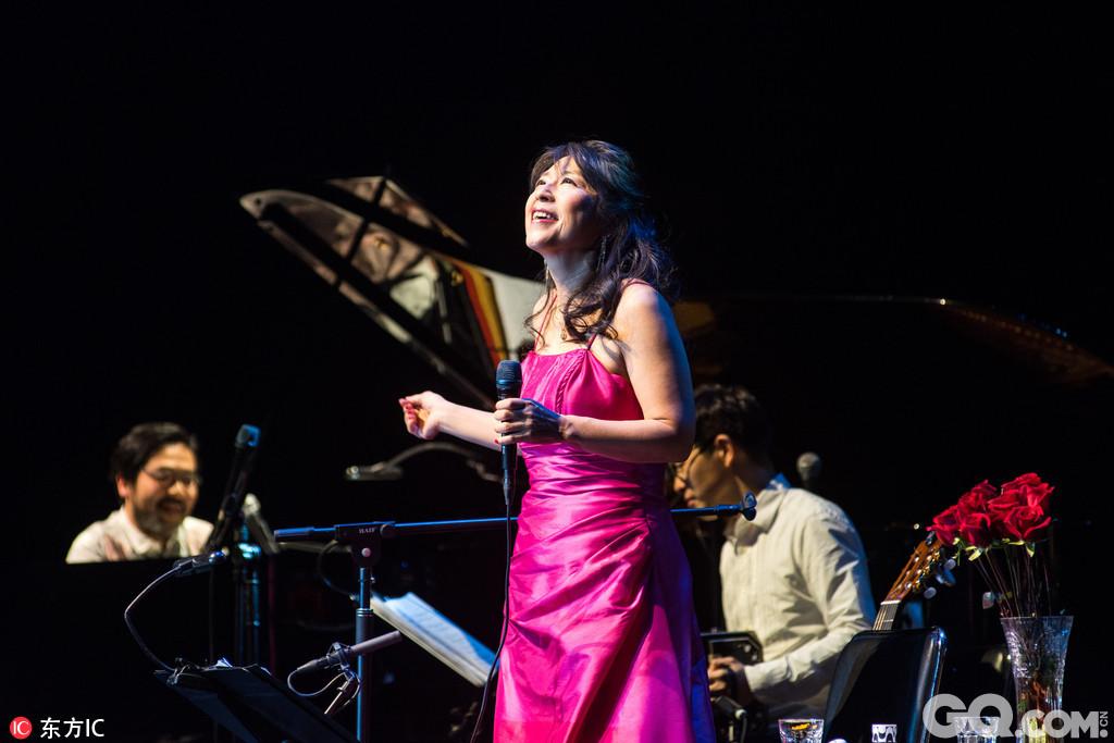 无论是新歌还是旧曲,小野丽莎在2017年的情人节与歌迷相约上海大舞台,相约《Love for you小野丽莎2017情人节上海演唱会》,为大家献上惬意的Bossa Nova。