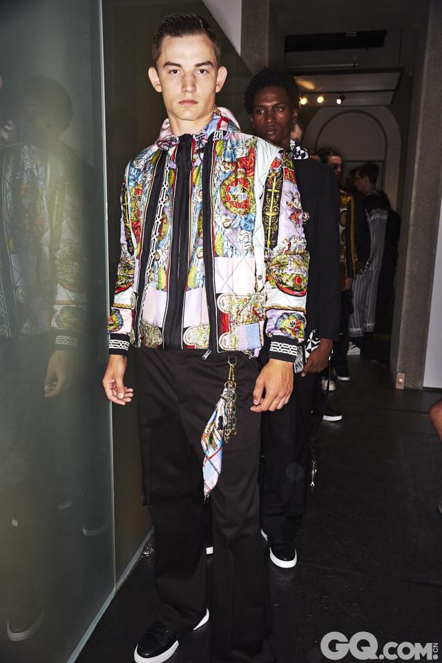 2018春夏男装周Versace秀场后台