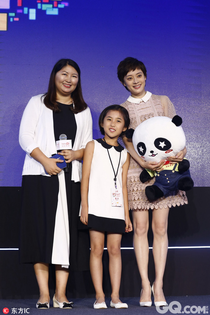 2017年7月14日,北京,哒哒英语合作战略发布会,孙俪现身活动。
