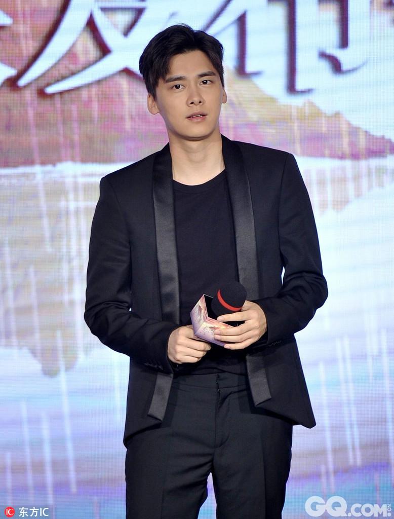 片中李纯演李易峰的女友,李易峰表示这次合作很默契。该片将于8月11日上映。