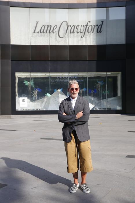 作為大中華區首屈一指的高級時裝及生活品味專門店,連卡佛特邀自由經理人、時尚教父、社交網絡紅人Nick Wooster 于2015年8月15日親臨大上海時代廣場連卡佛,帶來Wooster + Lardini 2015秋冬膠囊系列,并與廣大消費者分享新季時尚潮流趨勢。
