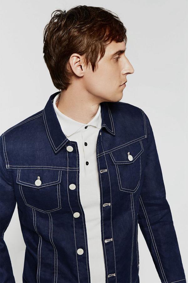 ZARA近期推出了男装夏季必备基础款系列。双排扣西装、牛仔外套、拉链卫衣,这些年轻的时尚男装,设计简约,色彩低调不张扬,正符合当下年轻人的时尚追求。