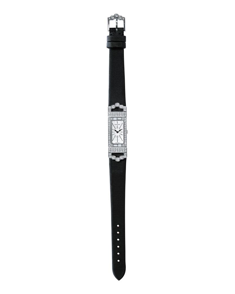 刘雯佩戴Tiffany & Co.蒂芙尼 18K白金镶钻腕表,黑色绸缎表带