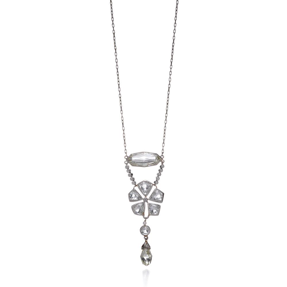 混合形切割钻石项链,混合形切割钻石项链,这款钻石花形吊坠共有两颗梨形玫瑰式切割钻石