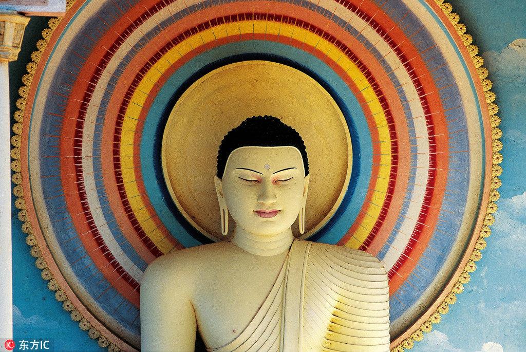 在斯里兰卡,殖民地的气息、佛教的感化、热带的风情在海风的吹拂下合成一曲莫名的调子,带着舒适、慵懒、怀旧的心情跨年岂不正好?