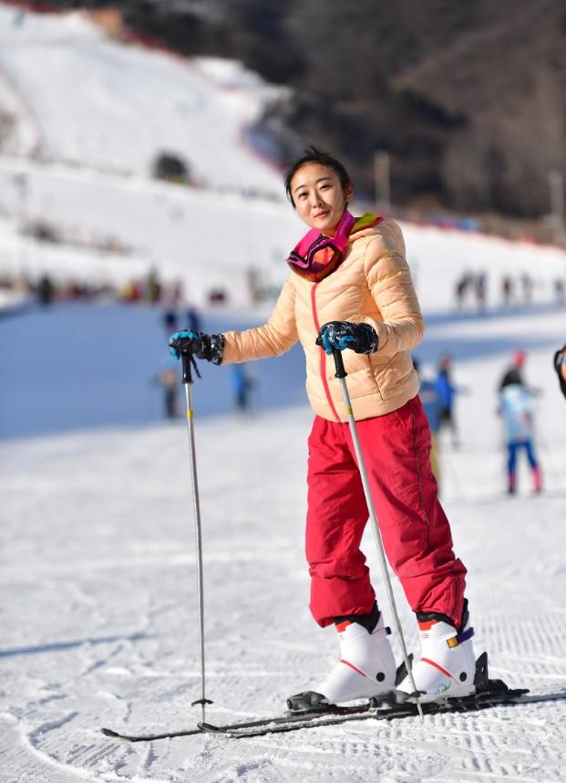 来雁栖湖探索壮丽景色,享受奢华礼遇!纵情体验滑雪的快乐,畅游冰雪王国般美丽的雁栖岛!来北京日出东方凯宾斯基酒店欣赏到不同寻常的美景!从酒店驱车20分钟即可到达怀北国际滑雪场,激情体验滑雪后,可以到普拉那啤酒坊体验纯正德餐,或者在屡获殊荣的元素西餐厅享受国际美食。当然完美的旅程必须要有水疗放松,宠爱和呵护自己的艺术,疗愈的双手、舒缓的音乐、宁静的环境和精油的芬芳能够放松您的身心!