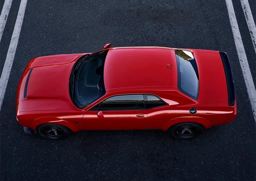 按照 SRT 的惯例,这辆车将会配有黑红两种钥匙以及三种不同的马力输出模式,如果使用黑色钥匙,那么你将感受到 500 匹马力。如果使用红色的钥匙,那么这辆车将爆发出 804 匹马力。如果想要感受 840 匹的马力,除了使用红色钥匙,还需要一箱 100 号的汽油。