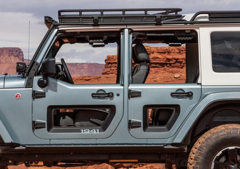 Jeep公司为了极大限度的提升Switchback的越野能力,将其整体提升了4英寸,并且在每一端都放置了Dana 44轴。