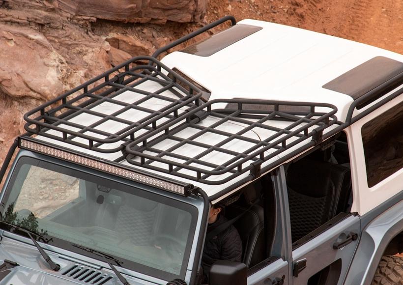 同时,Fox shocks、绞盘和车顶行李架的加身更是让它在原野之中所向披靡。即便是偶尔的回城休整,这样一个造型独特的越野利器也能够在城市之中斩获无数爱慕者。