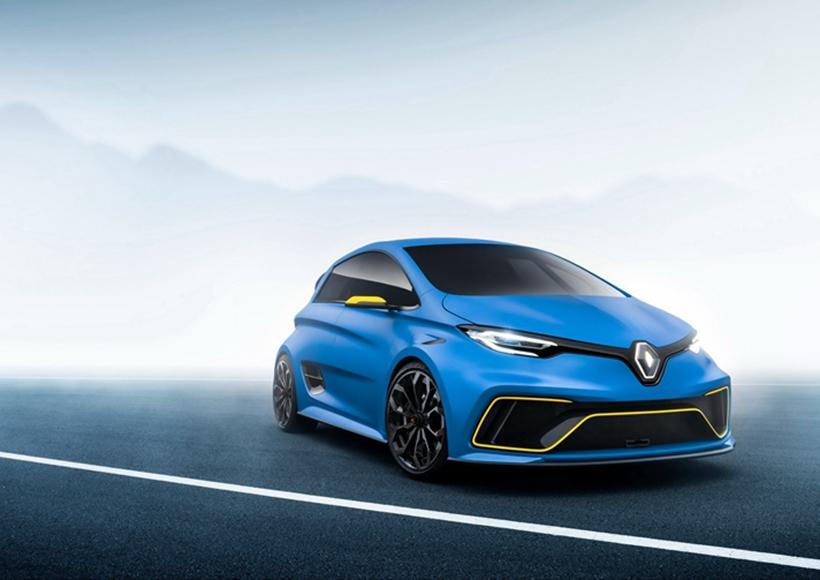 如同短小精干的车身的目的一样,极简风格的内饰意为让车主注重驾驶的操控感受,类似F1赛车的长方形方向盘设计更像是爱车人心中的点火引擎一样诱人。