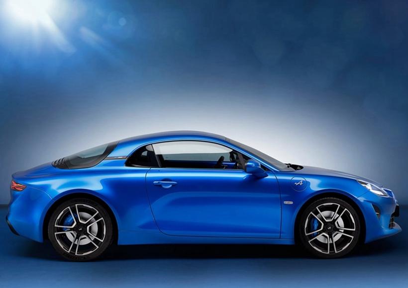 很多车迷期待已久的Alpine重新启动,重回其荣耀地位。作为雷诺最新成立的子品牌,其全新的跑车以1910年至1977年间的同名车型为灵感,就像保时捷一样采用复古风格设计出来的杰作面世。