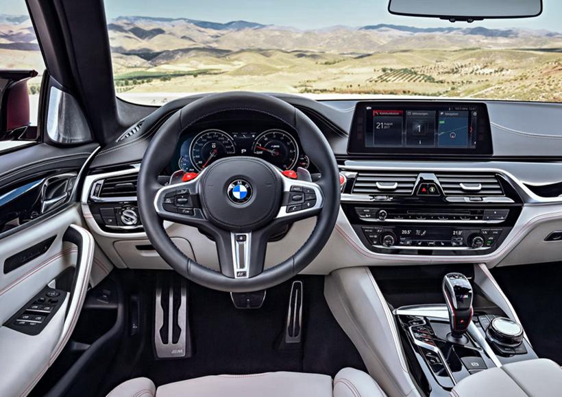 毫无疑问,早在新车发布之前,First Edition就已经赚足了车迷们的关注度。最大的亮点应该就是专门为M车型打造的xDriver系统了,它的目的在于使得驾驶动态达到最大化,努力将个别驱动组件统一为一个完美的整体。