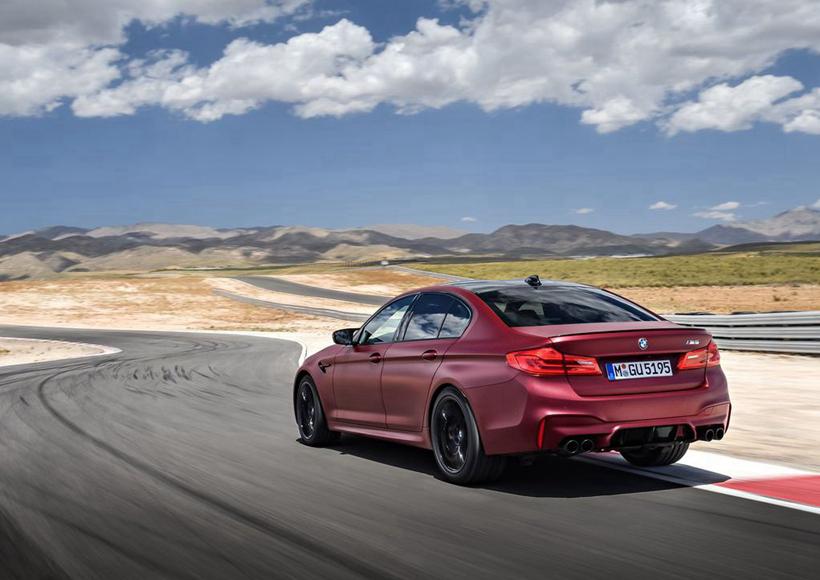 值得一提的是,预计将在明年春季上市的BMW M5 First Edition,在美国仅仅只发售50辆,或许到时候就得拼手速了。