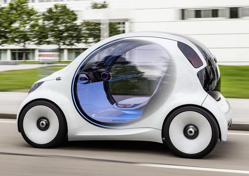 在这种理念之下,它的前格栅区域是一块黑色的数字面板,驾驶员应用Vision EQ ForTwo程序,可以用来选择或接受其他共享车辆的乘客。在驾驶室内,它没有踏板和方向盘,驾驶员只需依靠一块大屏幕,即可完成驾驶需求。