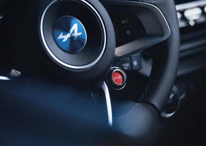 这款新车将采用发动机中置后驱布局,0-100km/h的加速时间为4.5秒。不过具体的动力信息官方仍然处于保密状态。据外媒猜测,这款车预计搭载一台由雷诺Sport部门开发的1.8T发动机,最大功率有望达到304马力。