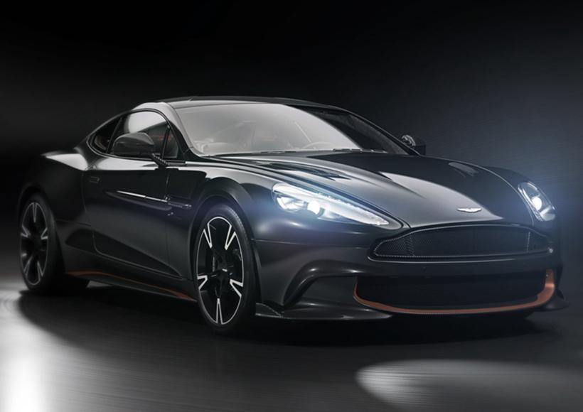 也许是厂商为了着重展现Aston Martin Vanquish S Ultimate卓越超群的典雅品质,原厂提供了三种各不相同的搭配方案:Ultimate Black外观,并搭配Copper Bronze元素和座舱内Obsidian Black皮革