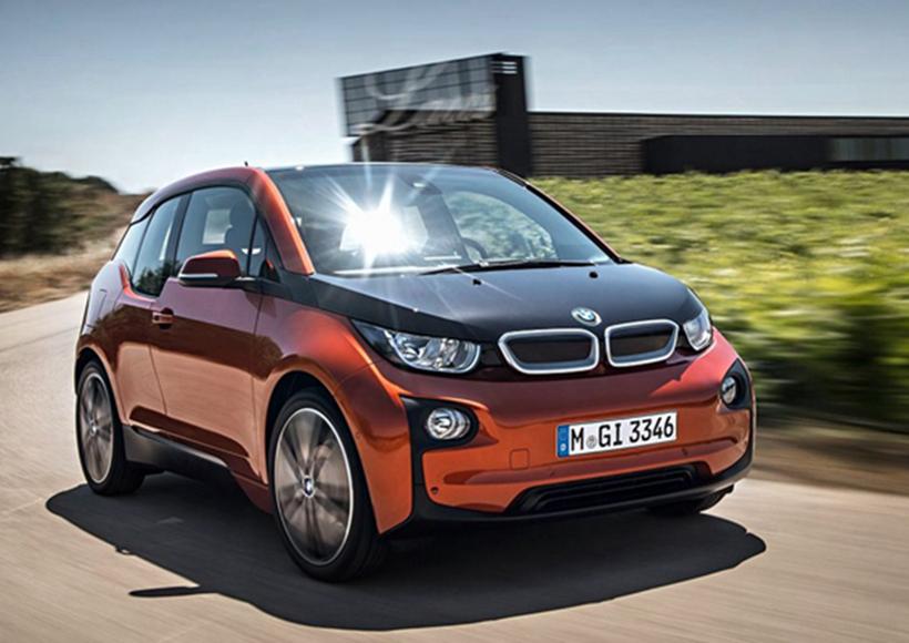BMW i3S是2018年款i3的新增运动车型,它在新款i3的基础之上加入了运动化的全新配置。虽然整体样式的改变不算太大,但许多细节变化都蕴藏惊喜。