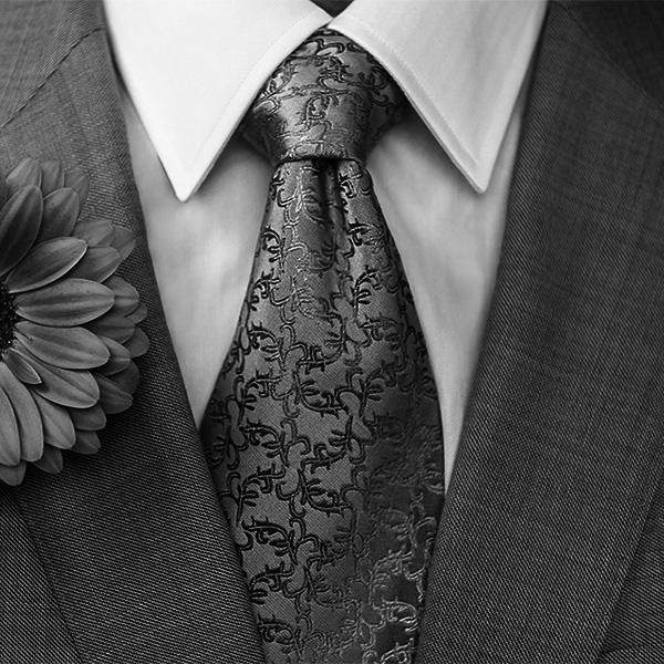 当007说出他的名字时竟然都是穿着温莎领衬