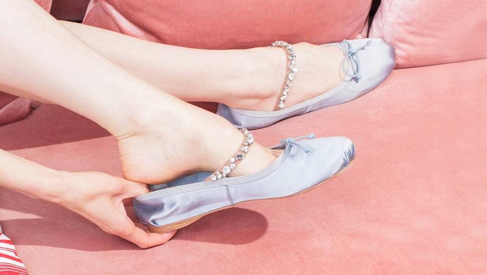 芭蕾鞋不只舒适,这么穿更时髦