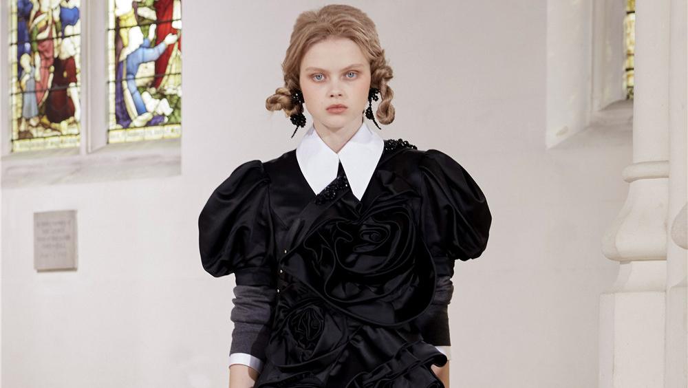 倫敦 2021 秋冬時裝周的妝發趨勢