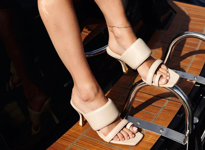 這雙鞋美到不想穿腳上 更想抱懷里