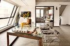 """厨房里飘出的菜香,伴着花香、果香、茶香......为酷酷的水泥空间带来挡不住的家的温暖。大面积开窗和开放式的设计,让客厅显得格外通透,有着斜边沿的餐桌是肖鲁自己设计的,她很敏感地选用铁的材料"""",因为铁很阳刚,正好能给刚搬进来的我一种滋补。""""椅子是妹妹肖戈从798淘来送她的,桌上的茶器和随处可见的瓶花、绿植,则在默默传达主人所钟情的生活质感。"""