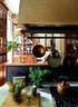 餐厅的位置是原来这栋房子的一个边厅,Kathryn的想法是把这个餐厅布置得像是由一个图书室转变而来的。一家人对食物的选择基本上以天然、有机为主,正如他们珍惜老建筑、旧物身上的历史、人文痕迹一样。