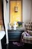 卧室又高又宽敞,帐幔床更有安全感。来家做客的闺蜜们,都爱在床上聊天!