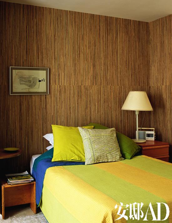 床头背景墙贴饰砖墙效果的壁纸