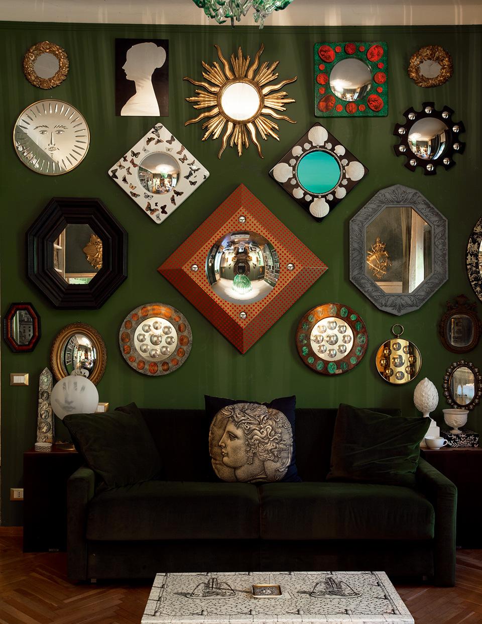 镜子系列的收藏。部分藏品是由Piero和Barnaba先生创作的,余下部分是长年累月积攒下来的收藏品。