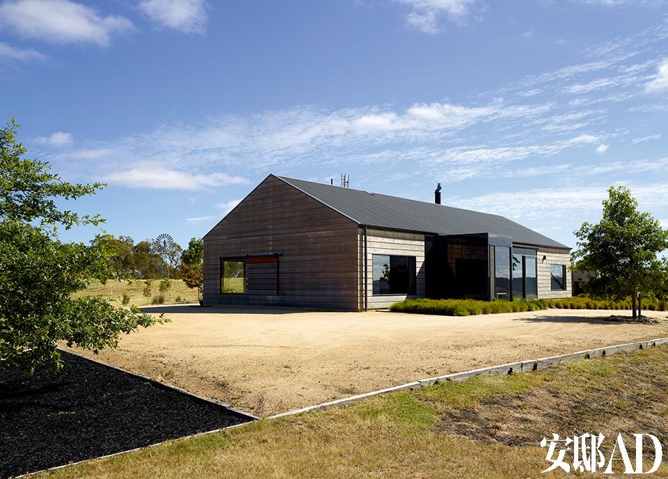房屋的外表简单、朴实,与地形完美结合,而不是在环境中显得过于突兀。